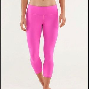 Hot pink Lululemon cropped leggings